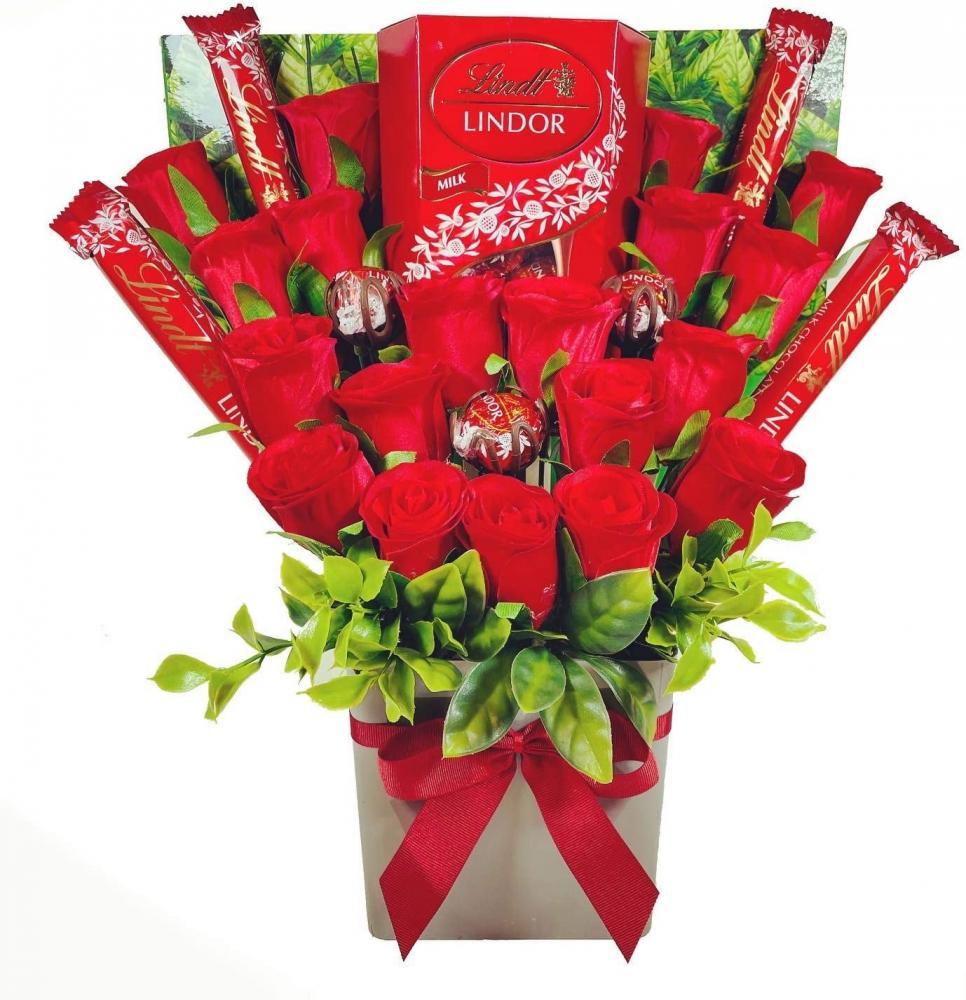 Celebrate Gifts Large Lindt Lindor Chocolate Bouquet Gift Hamper in Presentation Box